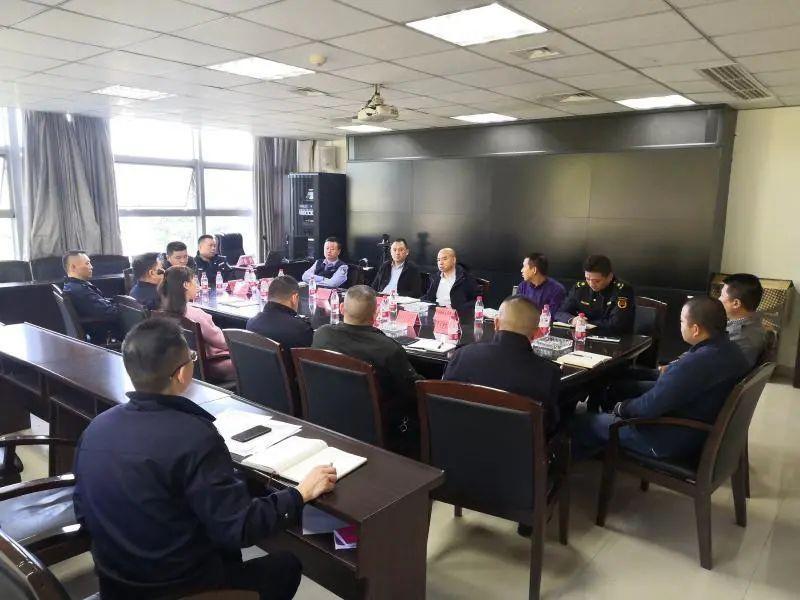 江南新城部分区域乱倒渣土问题暨轻轨站交通秩序专项整治再推进会召开