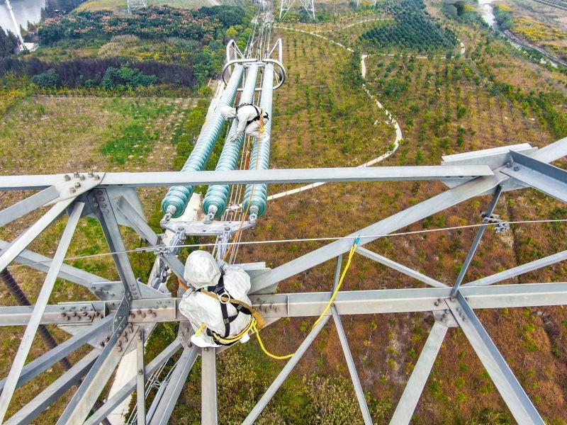 """百米高塔,1000千伏特高压线上带电作业,保障进博会外电入沪""""大动脉"""""""