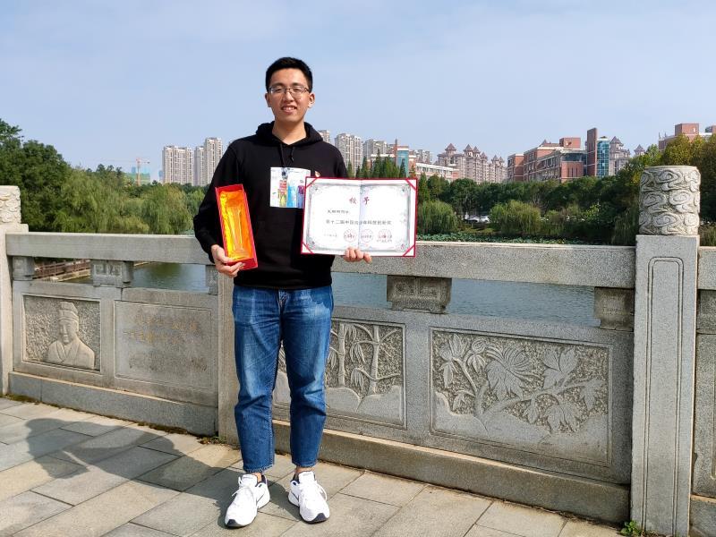 南昌航空大学学生王璐明荣获第十二届中国青少年科技创新奖