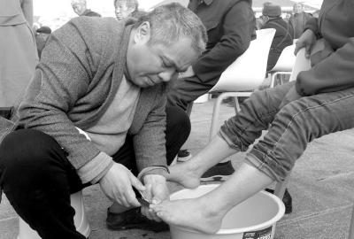 仁寿:为父母洗脚尽孝