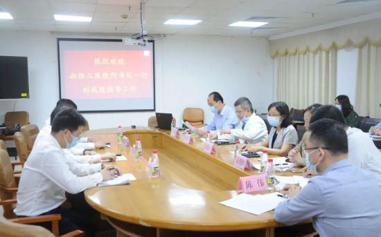 中南大学湘雅三医院与海口市人民医院举行深化合作座谈会