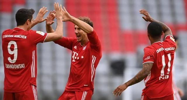 拜仁5-0!莱万上演完美帽子戏法踢疯了,一战刷爆德甲神迹