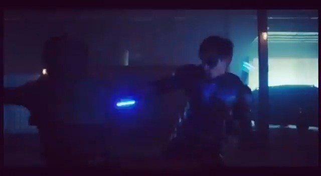 《泰坦》第一季被弃用的季终集的片段:夜翼