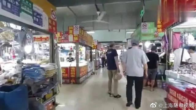探访上海黄浦区二手货交易市场,室内空气太闷,环境太拥挤了!