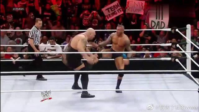 WWE:毒蛇兰迪对战大秀哥,丹尼尔怕金腰带不保……