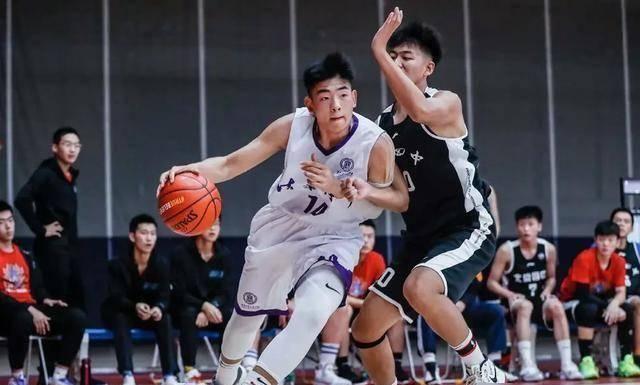 16岁篮球新星赴美打球,一年时间减掉肥肉,表哥是球星邹雨宸
