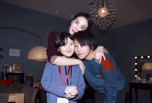 """王菲女儿李嫣""""兔唇""""消失?为什么笑容气质这么像妈妈!"""