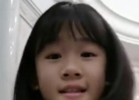陆毅的女儿有长大,看起来像奶茶妹妹章泽天,别墅豪华车令人羡慕