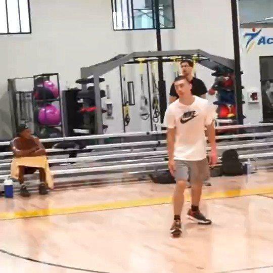 丁威迪休赛期实战训练短片,这节奏看的真心舒服!