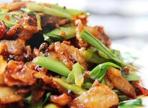 美味家常菜:蒜苗炒回锅肉,菌味炒腊肉,腊肉炒香干
