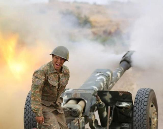 再次交火!阿塞拜疆突然朝伊朗发射导弹,俄专家:正中德黑兰下怀