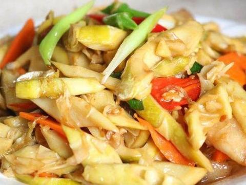 家常美食:猪肉青椒打卤面,竹笋香菇魔芋,西番莲炒排骨
