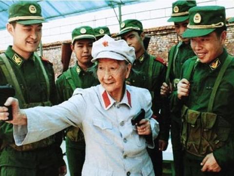 老红军长征时与丈夫失散,几十年后两人在京重逢,前夫已是副国级