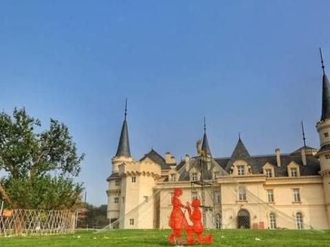 北京周边有一座中世纪欧洲城堡,是诸多影视剧取景地,好似在国外
