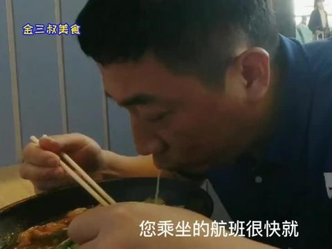 返程赶飞机,在三亚机场补早餐,46一碗的肥肠面吃香了