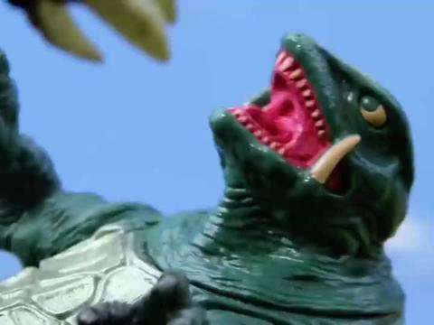 哥斯拉:戴斯特洛伊亚,和一只乌龟怪兽的战斗,实力不相上下