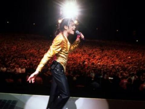 他演唱会前夕去世,门票不仅卖光且无人退票,乐坛的神奇存在