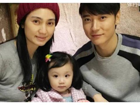 """张丹峰女儿""""开挂式""""长大,完美遗传父母的颜值,灵气十足太可爱"""