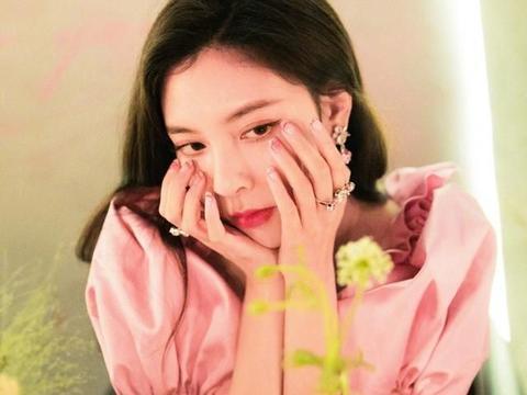 宋妍霏少女心爆棚,身穿粉色短裙变身小公主,身材简直A爆了