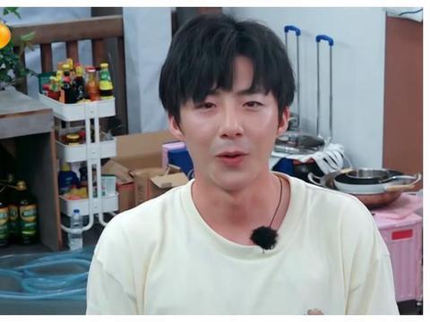 刘宇宁提前退出《中餐厅》,节目组制作的卡片是对他最大的尊重!