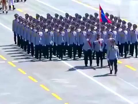 中国阅兵,俄罗斯压轴出场,天安门城楼上的普京拍手叫好相当自豪