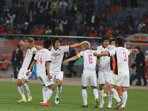 浦和红钻球风保守,大阪樱花偏向进攻,谁能赢下比赛?期待结果