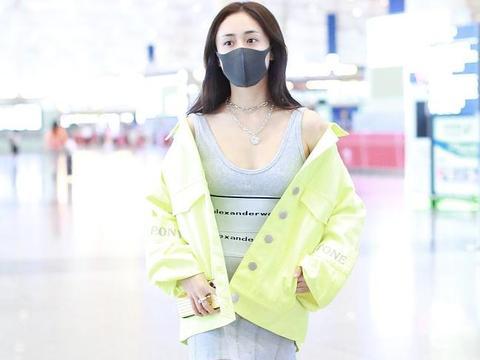 刘芸街拍:荧光绿廓形夹克Alexander Wang紧身裙