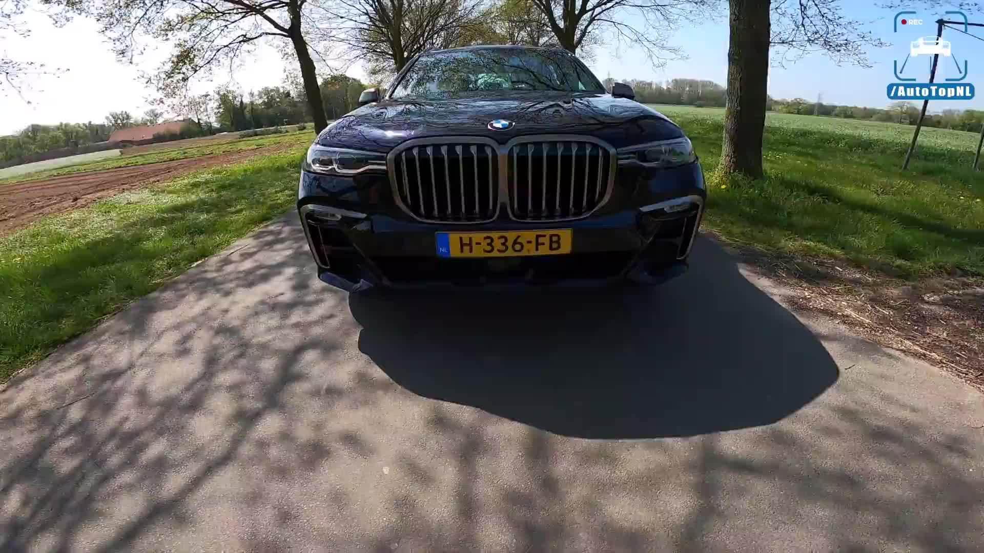 视频:第一视角试驾宝马 X7 M50i 4.4 V8 530马力 。(By AutoTopNL)