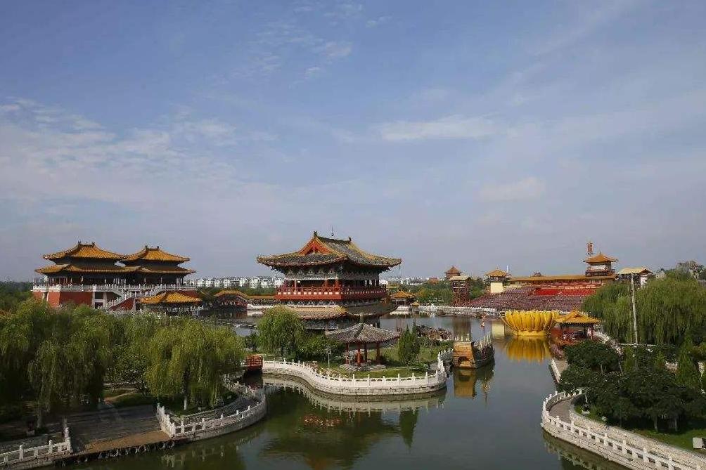 """河南耗资200亿的古城,被称开封版""""故宫"""",贵为5A门票120元"""