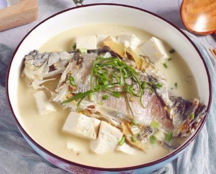 它是鱼腥味的天敌,炖鱼时加一勺,不仅腥味全无,鱼肉细嫩鲜香