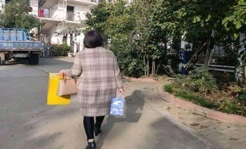 新野县上庄乡有个贫困群众的贴心人