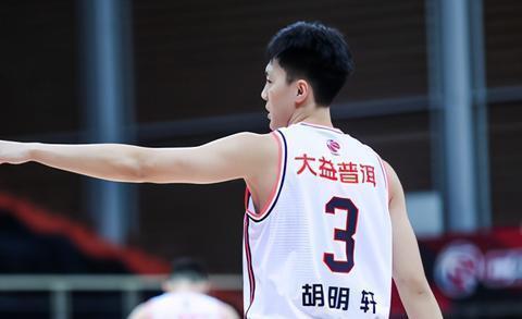 胡明轩、徐杰和张皓嘉的爆发是球队拿下比赛的关键!
