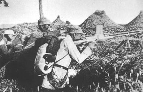 """""""皇军""""不来行么?1名伤员击退400伪军进攻,伤10人后脱险"""