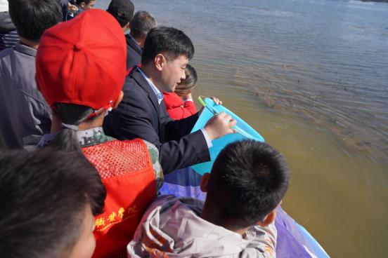 放鱼养水保护母亲河 罗欣药业助力2020年沂河放鱼公益活动