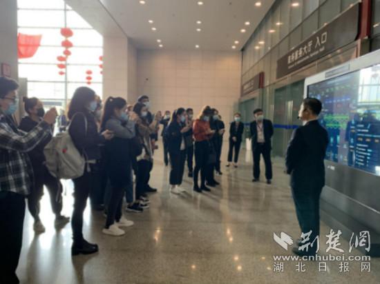 【2020·指尖城市】武汉市民之家智慧政务服务让群众办事不再两头跑
