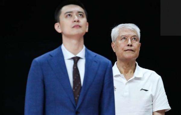 纵观CBA|两块战术板,三段教练故事,中国篮球五味俱全