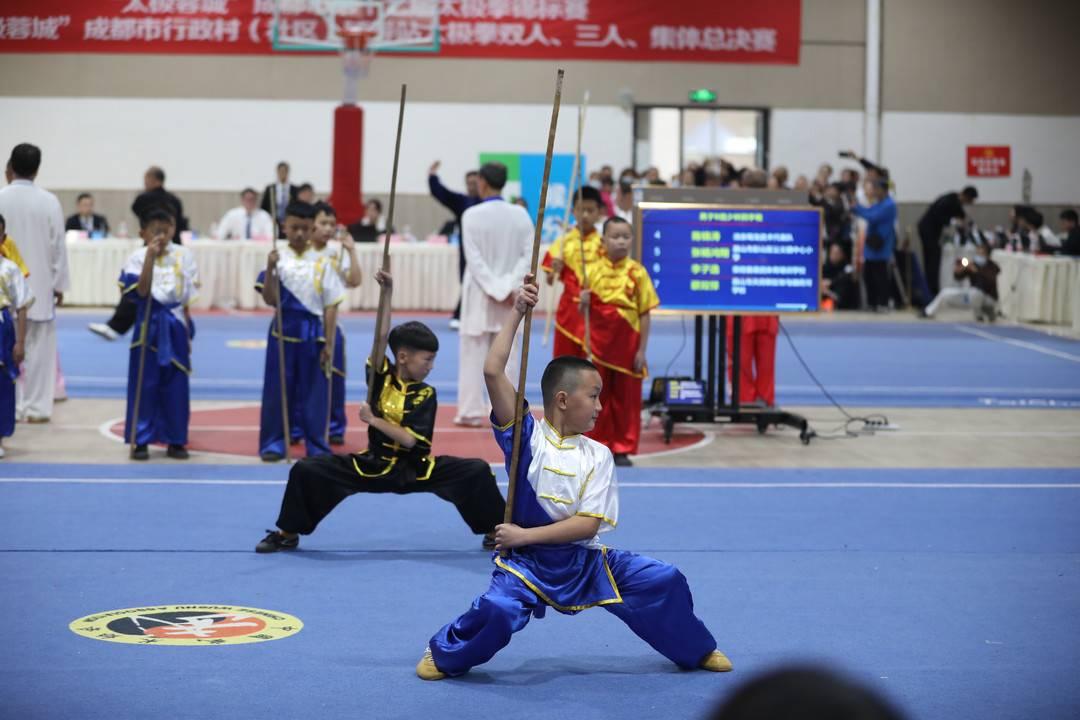 成都上千名武术爱好者亮招决战太极拳及武术套路锦标赛