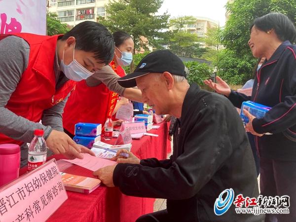 """拿奖品  学知识 晋江市妇幼保健院健康直通车""""开进""""兰峰社区"""