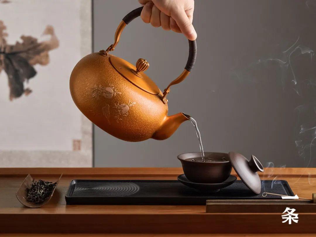 用冰冷的铜,造一把温润的壶,来自145年的老手艺! || Chin@美物