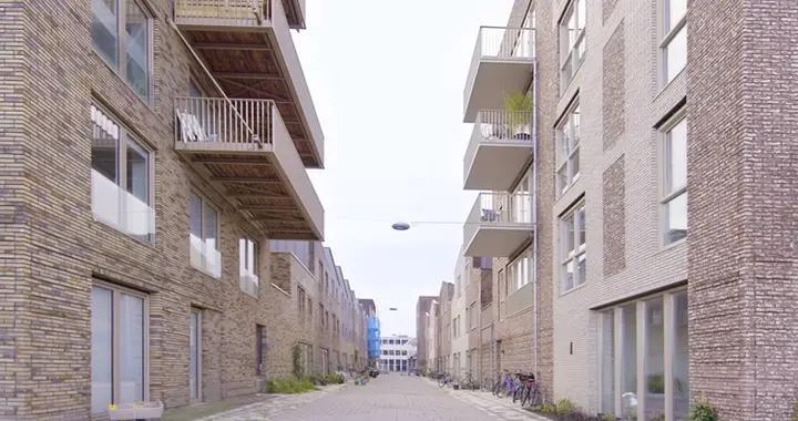 45㎡一楼公寓,玻璃门设计太像门面房,真能住的踏实?