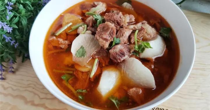 牛肉和这个食材是绝配,营养滋补,汤浓肉香,特别适合霜降节气吃