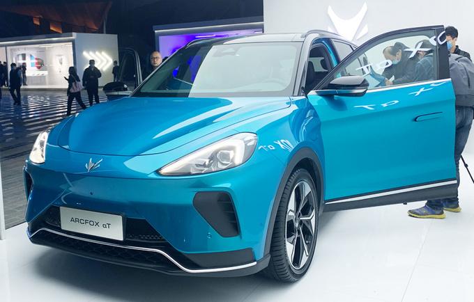北汽新能源又出新车,售价超24万,你买它还是比亚迪唐EV