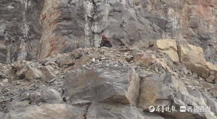 疑绳索突然断裂,长清俩工人坠至半山腰被困,距离山脚下60多米
