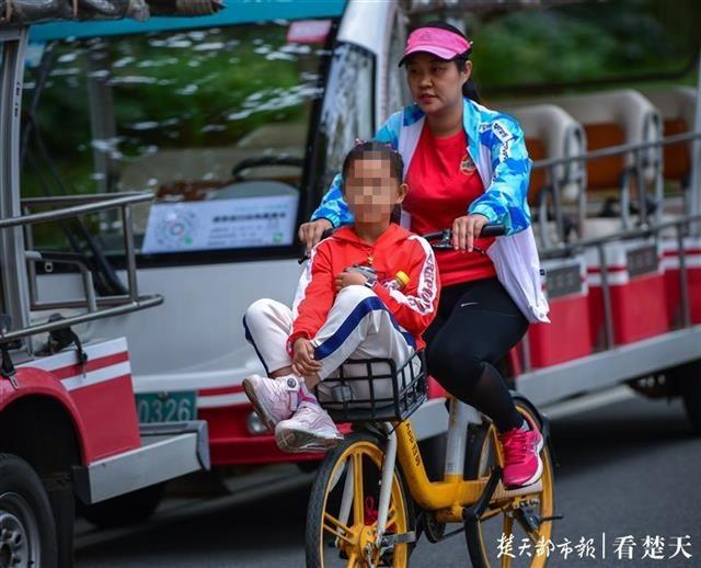 骑共享单车遛娃只能放车篓?这种便携式座椅,你可能也需要