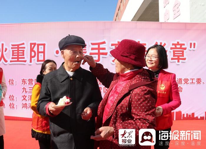 东营区文汇街道新时代文明实践:金婚庆典晾出幸福生活