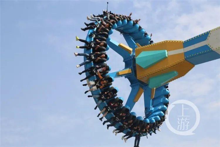 """【看区县】来""""疯狂360大摆锤"""",体验长江边的大旋转图片"""