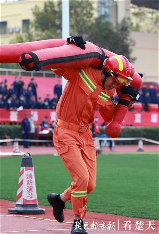 湖北420名消防员拼了!看烈火英雄练兵场上大比武