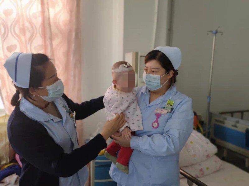 宁阳县第一人民医院:七旬老人陪护幼儿,医护人员接力照顾
