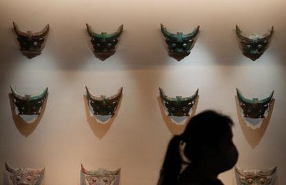 国博展出酒务头考古成果,这处被盗墓地揭示商代神秘家族踪迹图片