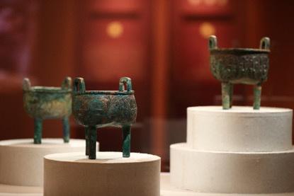 展出的兽面纹鬲形鼎。拍照/新京报记者 浦峰